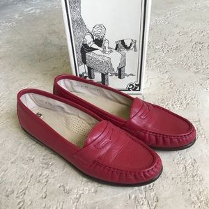SAS Comfort Shoes Red 10 1/2 WIDE